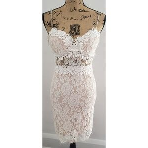 NWT FOREVER 21 Lace See Through Middle Dress